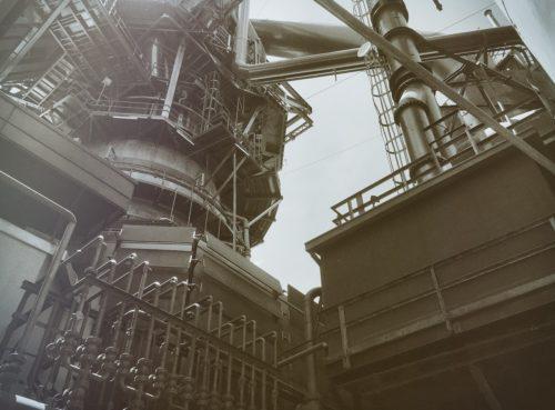 Große Produktionsanlage in der Chemieindustrie