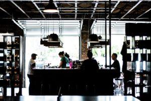 Customer Relationship Restaurant mit Bar und Kunden